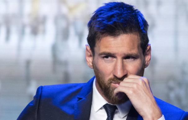 Messi, trajeado fuera del campo