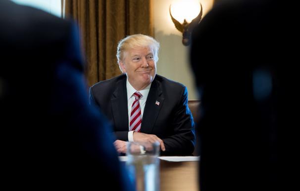 Donald Trump durante una reunión sobre economía y comercio
