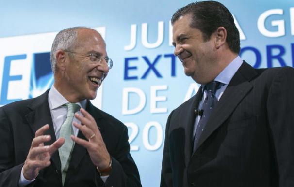 El consejero delegado de Enel, Francesco Starace (izda), junto al presidente de Endesa, Borja Prado.