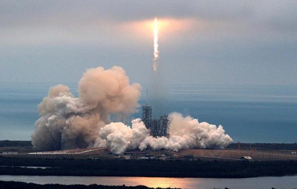 Lanzamiento de un cohete Falcon 9 de Space X