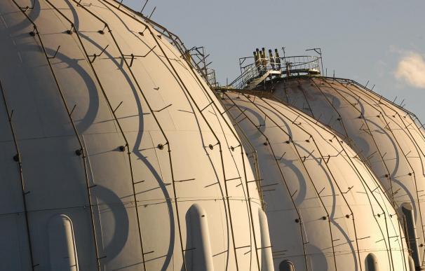 ENI intenta bloquear a Gas Natural para poder suspender contratos españoles de gas por la crisis de Egipto