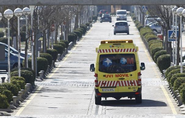 Los facultativos intubaron al varón de 35 años y le trasladaron al Hospital Clínico de Madrid en estado grave.