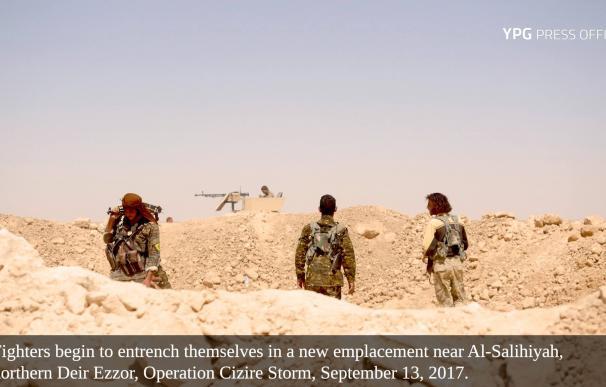 Combatientes del YPG cerca de Al -Salihiyah en septiembre pasado