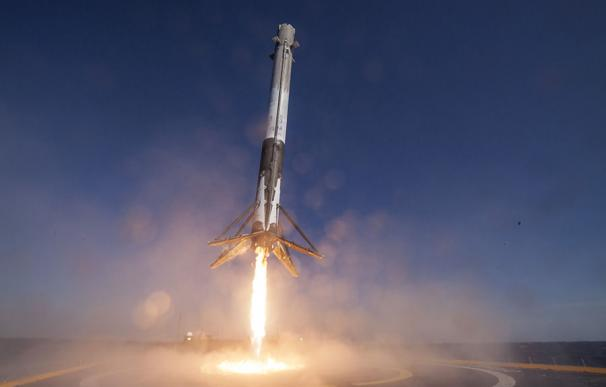Un cohete Falcon 9 de SpaceX