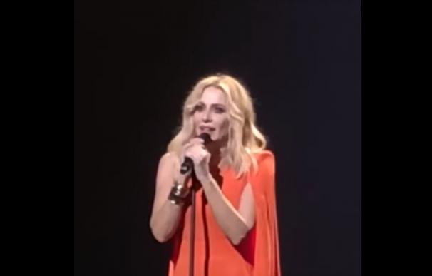Marta Sánchez sorprende en concierto con una versión del himno de España