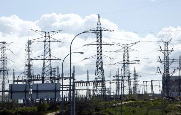 La demanda de energía eléctrica desciende un 3,2% en julio, según REE