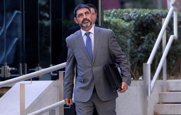 El mayor de los Mossos d'Esquadra, Josep Lluis Trapero, sale de la Audiencia tras prestar declaración como investigado