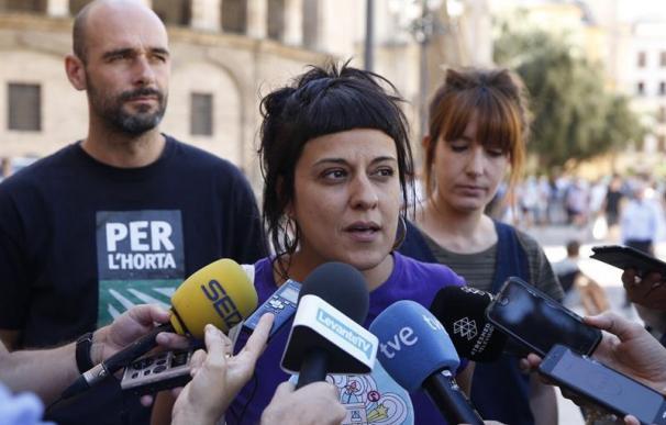 La diputada de la CUP, Anna Gabriel, en la Plaza de la Virgen de València donde su formación ha convocado un acto en defensa del referendum en Cataluña.EFE/ Kai Forsterling