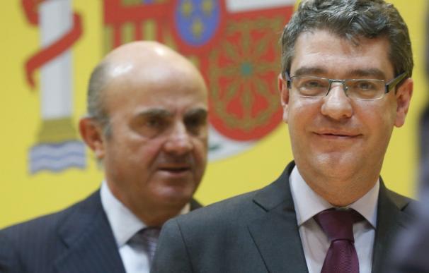 Luis de Guindos y Álvaro Nadal (en primer término).