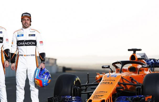 Los dos pilotos oficiales junto al McLaren MCL33