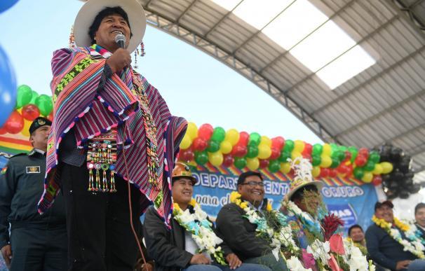 Evo Morales durante la inauguración de una escuela