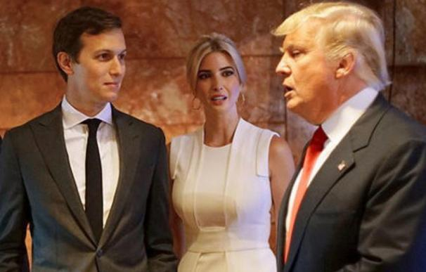 Fotografía de Jared Kushner, Ivanka y Donald Trump