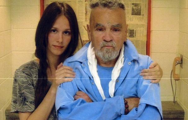 Charles Manson y su novia Afton Burton