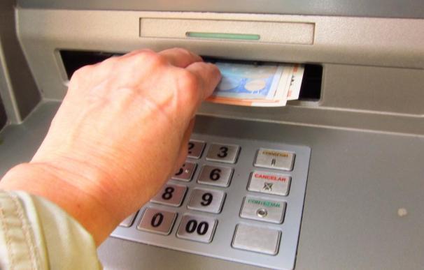 Ontinyent cobrará en los bancos una tasa por los cajeros automáticos en la vía pública