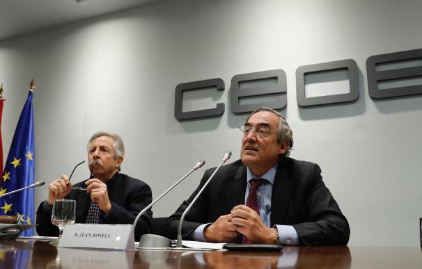 """El presidente de CEOE, Juan Rosell, durante la presentación ayer del libro """"La crisis económica en España""""."""