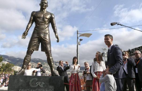 La estatua de Cristiano Ronaldo levantada en su honor en Funchal, su ciudad natal.