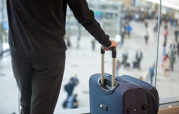Con las maletas preparadas para iniciar un viaje