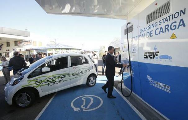 Estación de recarga de vehículos eléctricos en Zaragoza.