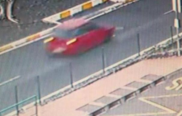 Imágenes captadas por cámaras de seguridad del coche tras el atropello.