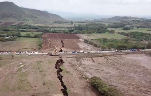La tierra se ha abierto en Kenia durante varios kilómetros