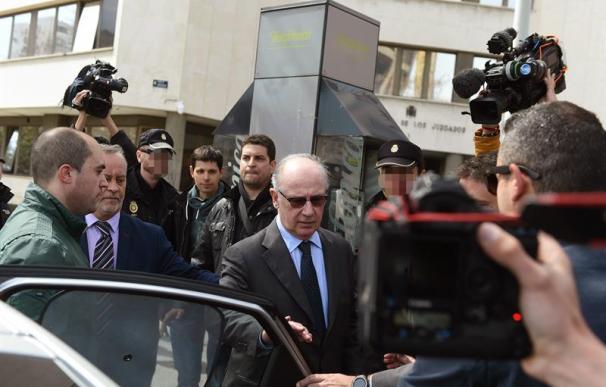 El exvicepresidente del Gobierno Rodrigo Rato, a su salida del juzgado de instrucción número 31 de Madrid donde hoy ha declarado en calidad de investigado por supuesto blanqueo de capitales. Rato ha declarado hoy ante el juez que investiga el origen de su