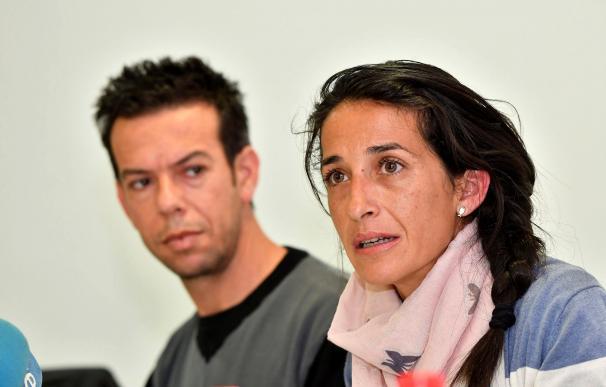 Los padres del niño Gabriel Cruz, Patricia Ramírez (d) y Ángel Cruz (i) comparecen ante los medios (EFE / Carlos Barba)