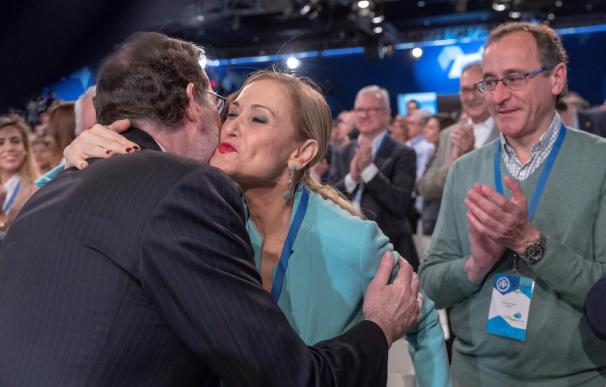 Rajoy besa a Cifuentes
