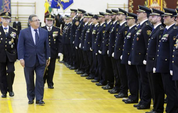 El ministro Zoido en un acto con policías
