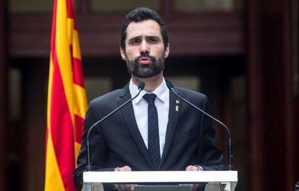 El presidente de la Cámara catalana, Roger Torrent, durante un acto homenaje del Parlament a las víctimas y represaliados durante la dictadura franquista (EFE/ Quique García)