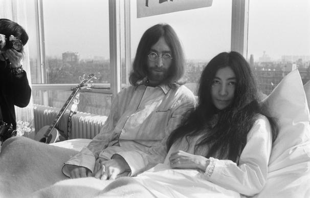 John Lennon y Yoko Ono en el primer día de su inciativa Bed-In for Peace en el hotel Hilton de Amsterdam / Nationaal Archief