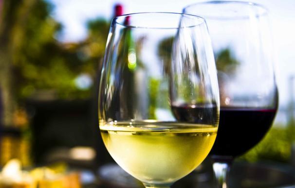 El consumo diario de pequeñas cantidades de alcohol no deteriora la función física en las personas mayores