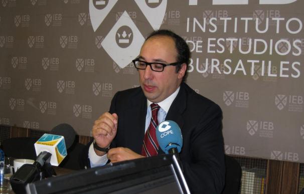 IEB dice que al sector financiero español le sobran oficinas y empleados