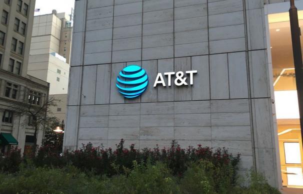 Investigan si AT&T y Verizon pusieron barreras para cambiar de operador móvil