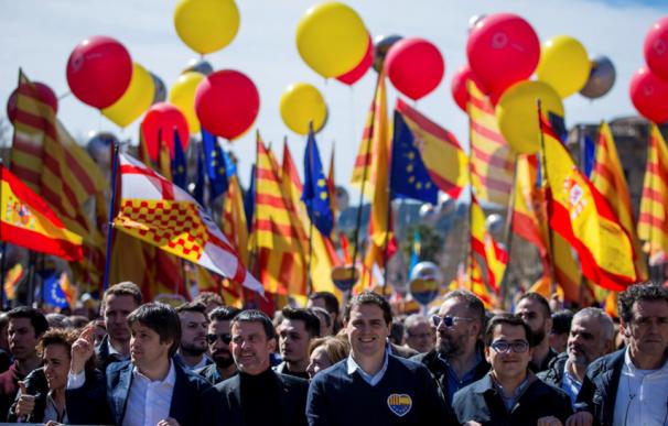 Valls ha participado en manifestaciones en Barcelona con Rivera
