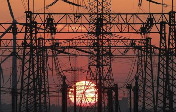 Los peajes, el caramelo de la discordia en el sector eléctrico.