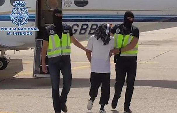 Traslado policial del detenido a Madrid