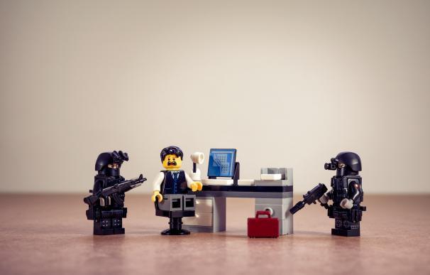 ¿Pensabas que la policía no iba a entrar en tus oficinas? / Pixabay