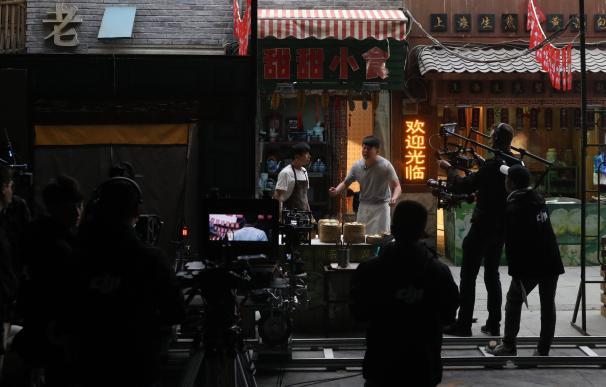 Rodaje en el estudio cinematográfico de 10.000 metros cuadrados de Wanda Oriental Movie Metropolis, en Qingdao (China), el 28 de abril de 2018 EFE/EPA/WU HONG