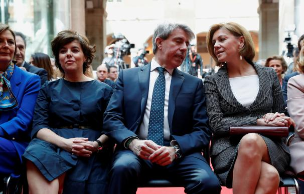 Ángel Garrido, Soraya Sáenz de Santamaría y María Dolores de Cospedal en los actos del Dos de Mayo
