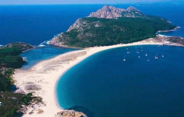 Las Islas Cíes son galardonadas cada año con la bandera azul por la calidad de sus playas.