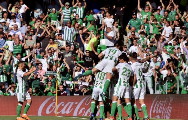 El Villamarín celebra uno de los goles del partido
