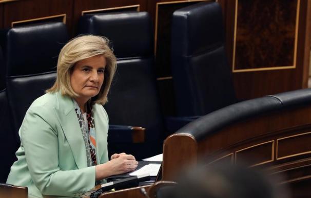 La ministra de Empleo y Seguridad Social, Fátima Báñez, ayer en el Congreso.