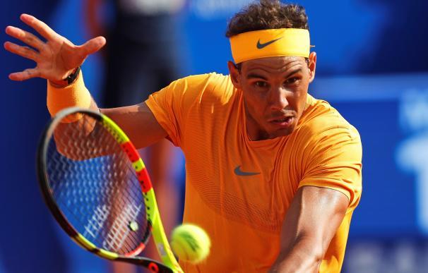 El tenista español Rafael Nadal durante el partido de octavos de final que ha jugado contra su compatriota Guillermo García-López, durante los octavos de final del Barcelona Open BancSabadell-Trofeo Conde de Godó.