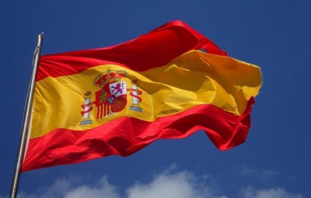 Autobuses de EMT y farolas lucirán la bandera española para celebrar el 12 de Octubre pero no habrá juras de bandera