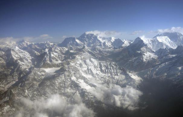 Mueren dos escaladores cuando descendían del Everest