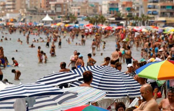 Un muerto al caer un ultraligero frente a una playa de Santa Pola (Alicante)