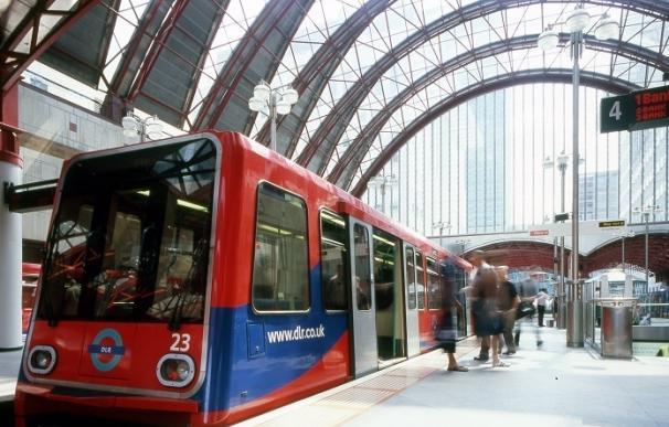 (Ampl.) Ferrovial operará y mantendrá el tren ligero del Este de Londres por 879 millones de euros