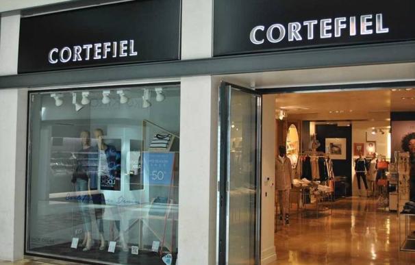 Imagen del exterior de una tienda de Cortefiel