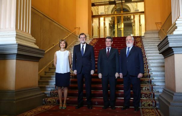 García Tejerina y Nadal junto a Rajoy y al comisario Arias Cañete (derecha).