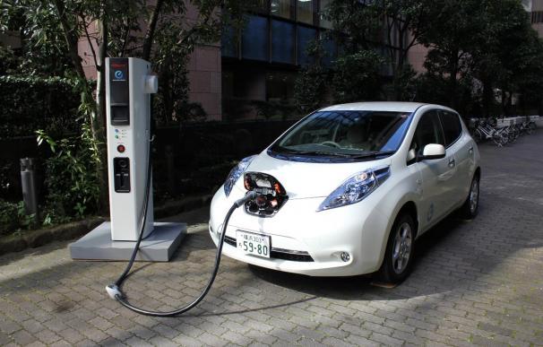 El PP rechaza una propuesta del PSOE de impulso al coche eléctrico alegando que ya lo fomenta